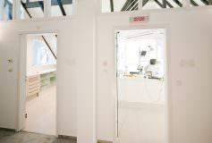 Aufnahme zweier Behandlungsräume der Zahnarztpraxis in Oberursel