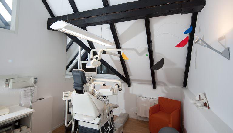Aufnahme eines Behandlungsraumes der Zahnarztpraxis in Oberursel